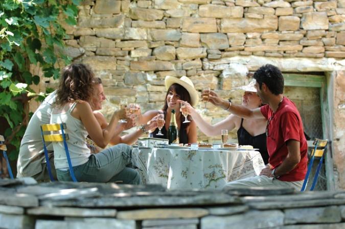 Apéritif_à_la_clairette_de_Die_en_Haute-Provence