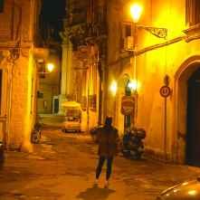 Una calle al atardecer...